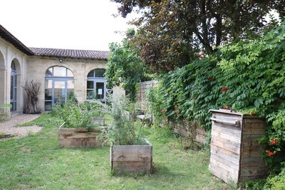 Photographie du jardin de la médiathèque de Saint-André-de-Cubzac