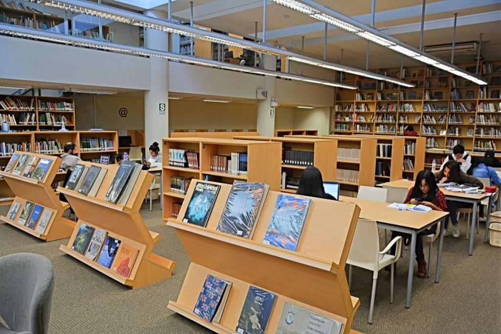 Salle de lecture de la Bibliothèque de Miraflores