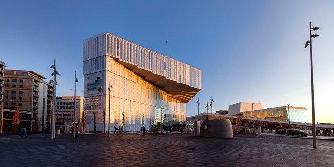 Photographie du bâtiment de la bibliothèque Deichman à Oslo
