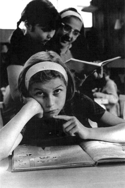 Une lectrice de la Bibliothèque des enfants de CLamart. Photo présentée pour la journée du patrimoine 2012
