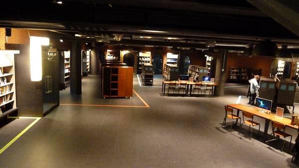 L'intérieur de la médiathèque