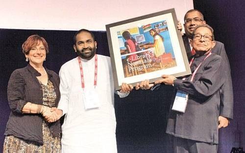 Remise du trophée pendant la conférence de l'IFLA 2014