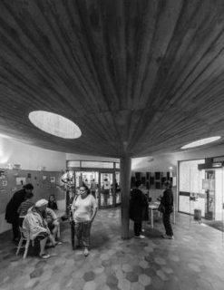 Photo de la médiatrice de la petite bibliothèque ronde
