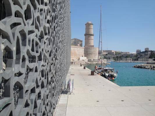 Le MUCEM à l'entrée du port de Marseille
