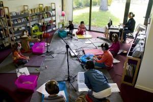 Photographie d'un atelier de création sonore à la Médiathèque Phieas Fogg, Saint-Aubin du Pavail