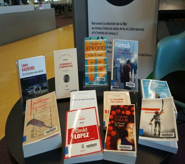 Photo d'une valorisation des livres de la rentrée littéraire à la Bpi.
