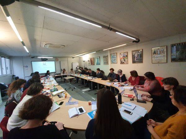 Photographie des membres du conseil de coopération réunis le 24 janvier 2020 autour de la table de réunion
