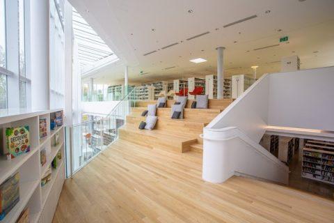 Photo de l'atrium de la bibliothèque de Pierrefonds de Montréal