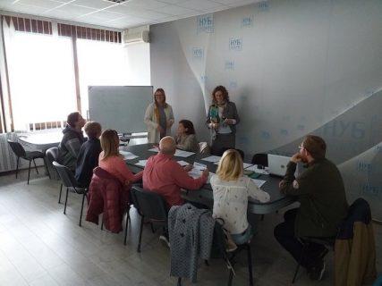 Photographie d'un atelier en langue serbe