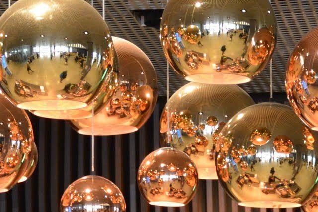 Photographie des luminaires de la bibliotheque DOKK1 à Aarhus (Danemark)