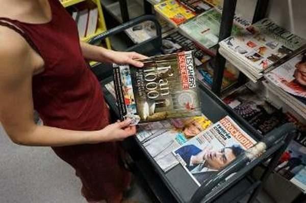 Magazine tenu en main