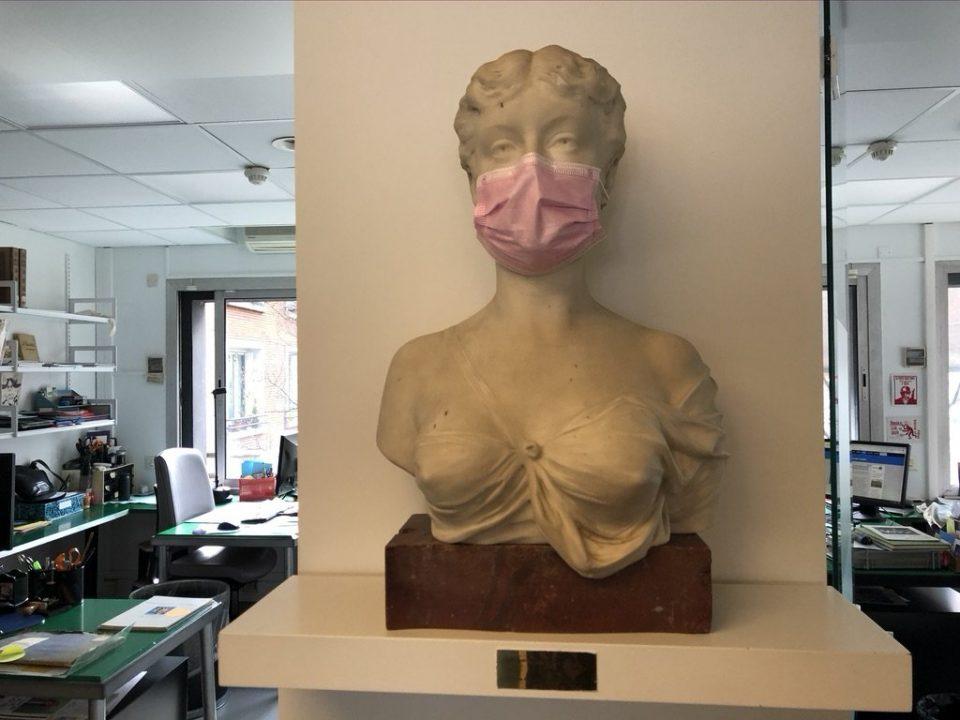 Buste de Marguerite Durand masquée